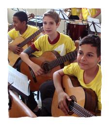 Foto de alunos do Projeto Guri em sala de aula