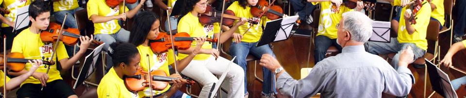 Foto de Alunos do Projeto Guri em uma apresentação musical
