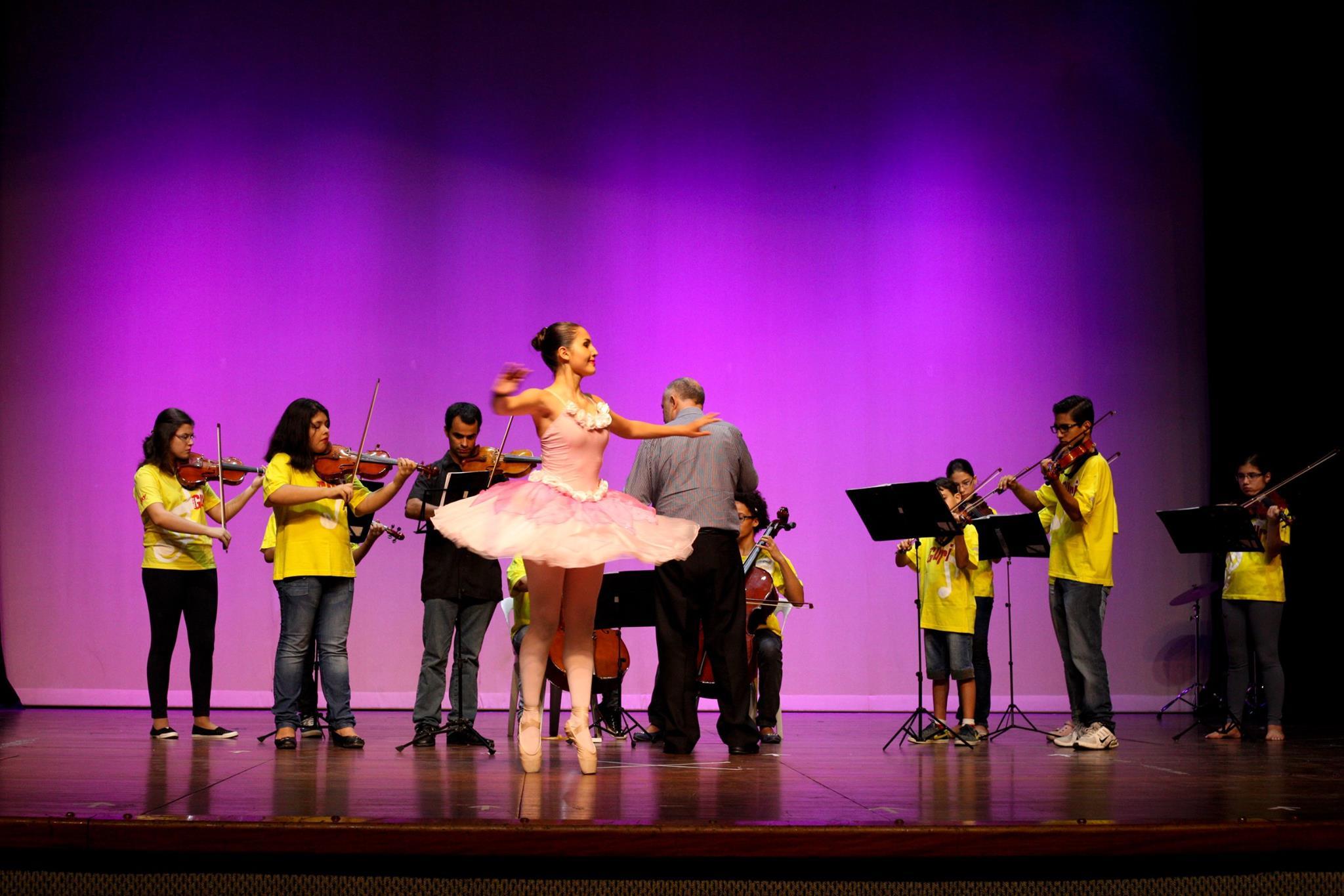 alunos do guri tocando instrumentos e bailarina dançando