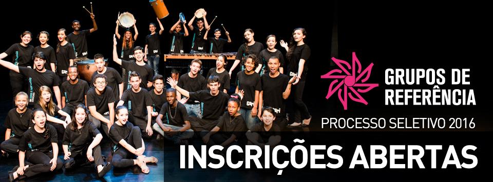 Grupo de adolescentes, meninos e meninas, vestidos com camiseta preta posa para foto (ao fundo, alguns estão com instrumentos de percussão). Texto da imagem: Grupos de Referência Processo Seletivo 2016 - Inscrições abertas.