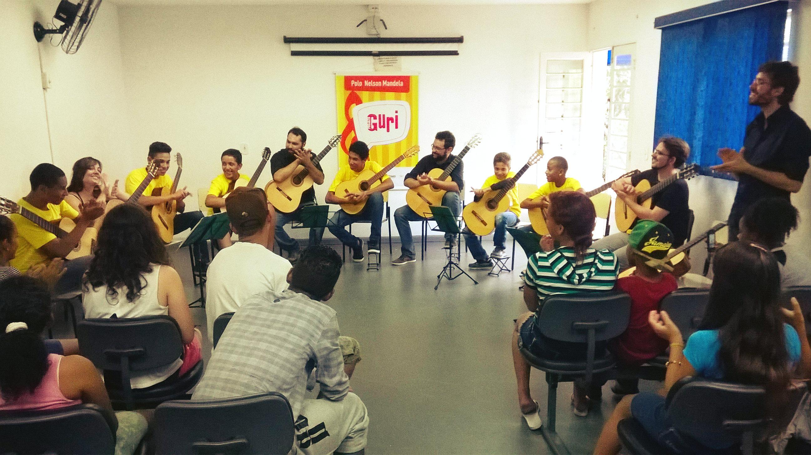 Camerata de Campinas com alunos do Projeto Guri