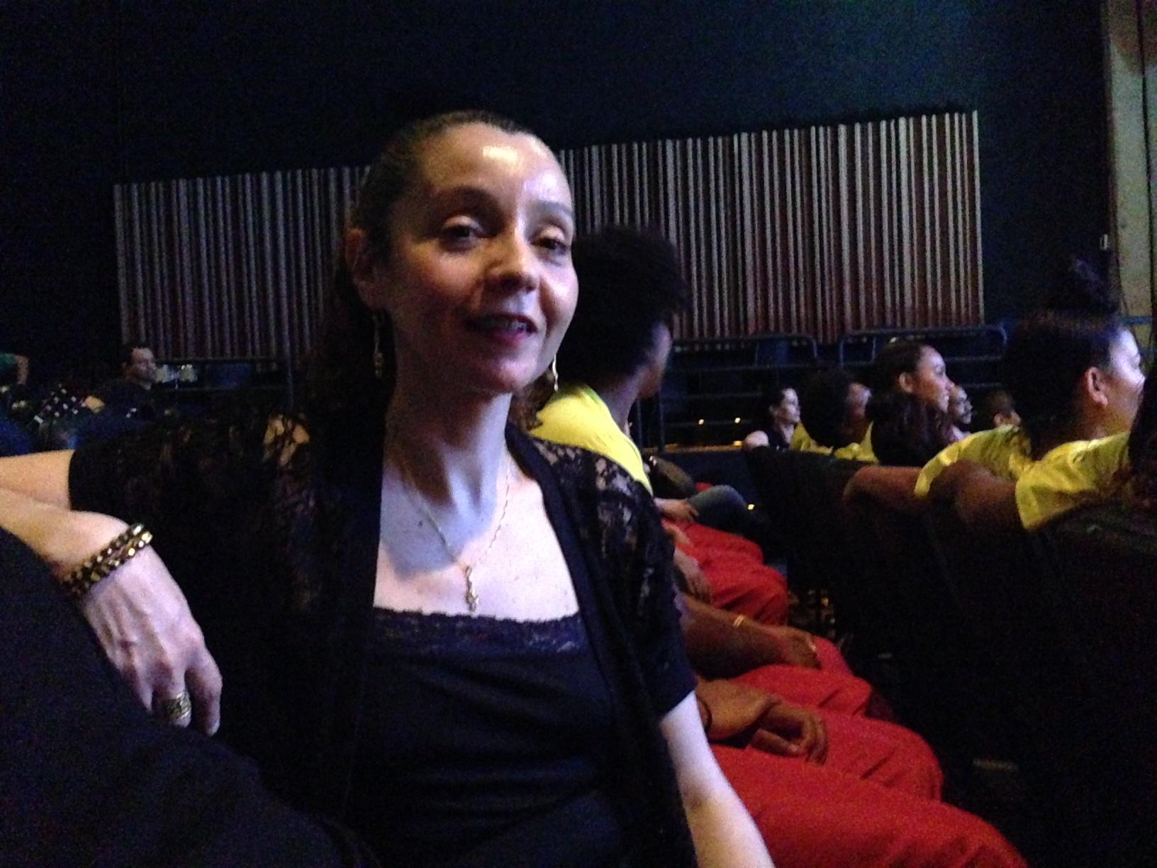 A educadora Ana Paula Rotundo, 13 anos de Fundação CASA, regeu, dançou e convidou a plateia para acompanhar o som de suas meninas