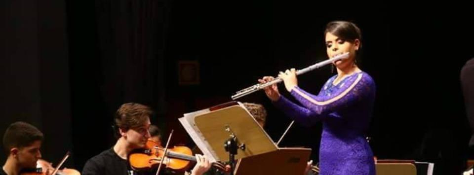 Gabriela Gaspar Mauricio no Festival Internacional de Londrina - slide