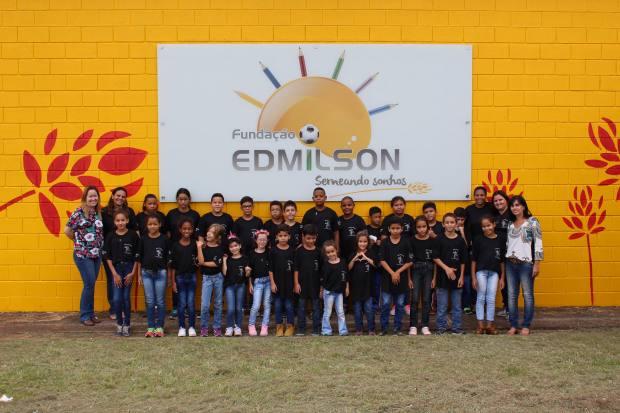 Coral Mãos que encantam - Fundação Edmilson