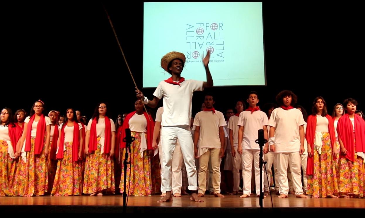 Cortejo e apresentação de abertura com os alunos e alunas dos Grupos de Referência de Piracicaba e Sorocaba