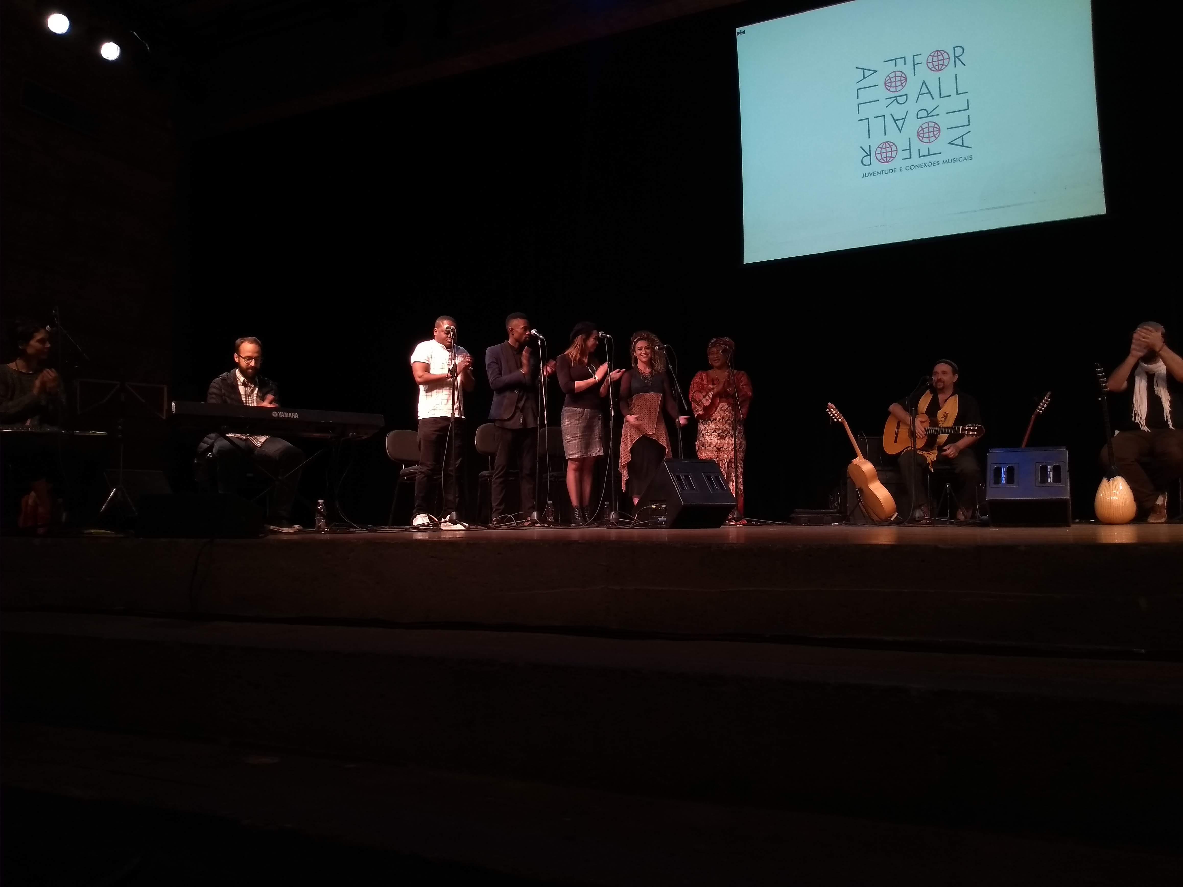 Demonstração de trabalho - Música contra a segregação: Orquestra Mundana Refugi